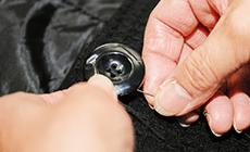 こだわり4 全品消臭加工・UVカット仕上げ付き。取れているボタンは無料で取りつけ。